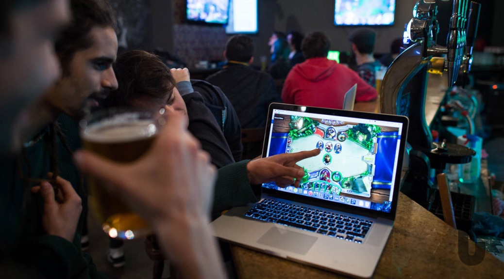 Hearthstone: World of Warcraft, video game, Hearthstone Fireside Gathering, Meltdown London, pub, bar, laptop, gamers, beer